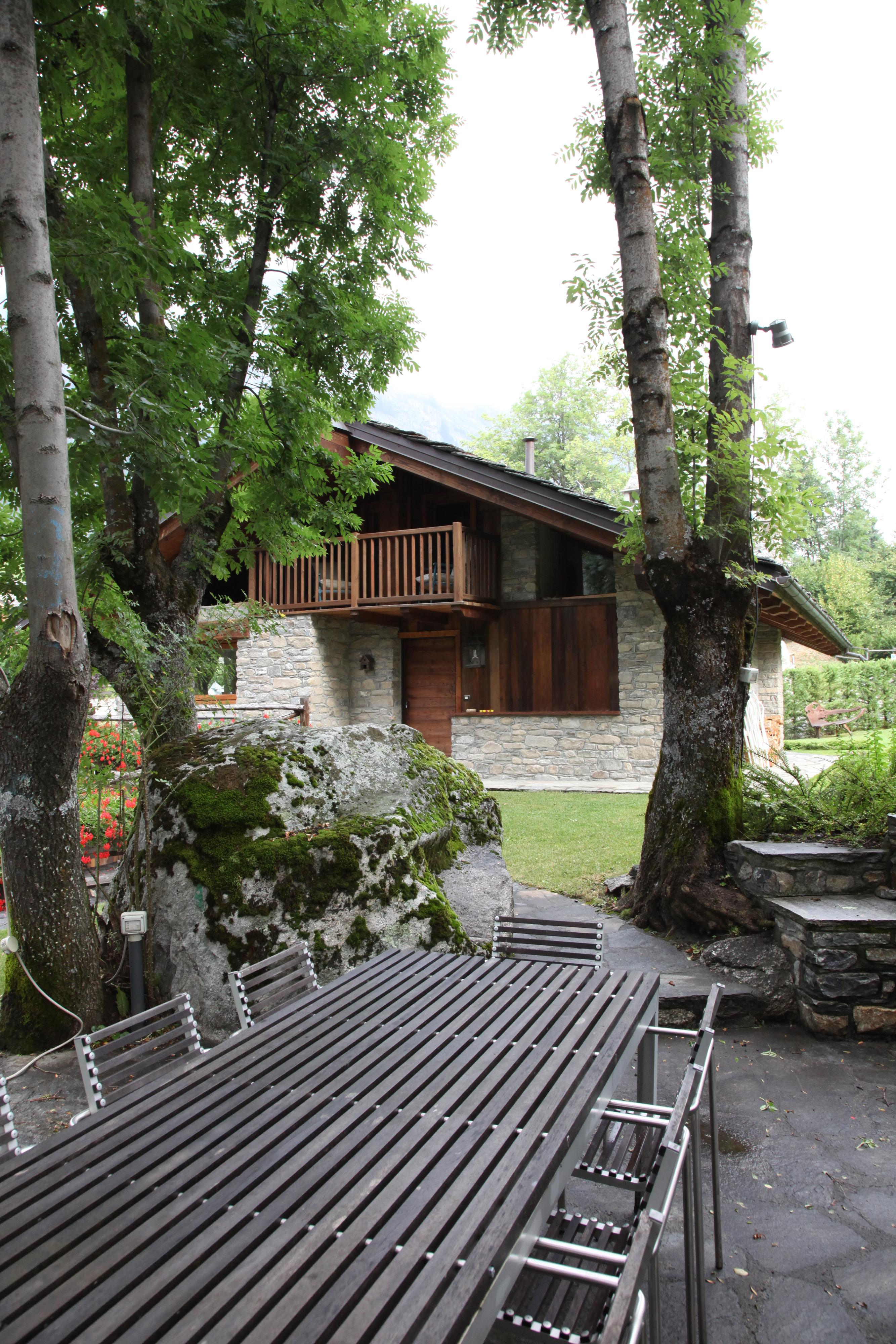 Courmayeur Mont Blanc splendida villa Dolonne 6 camere 5 bagni finiture di pregio